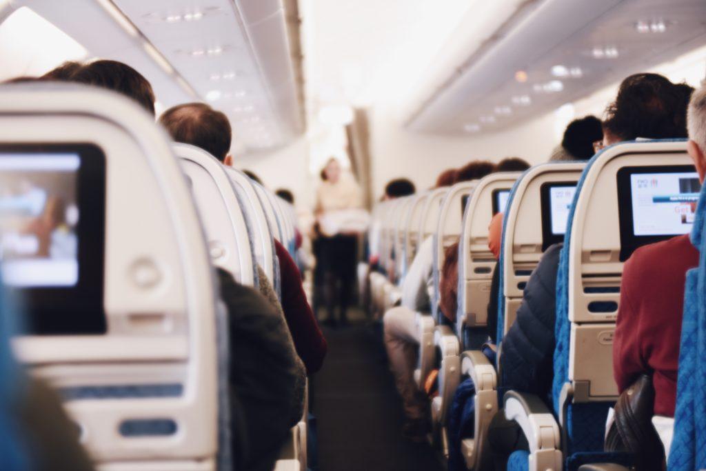 suhyeon choi tTfDMaRq FE unsplash 1024x683 - Astuces pour être un connard dans l'avion