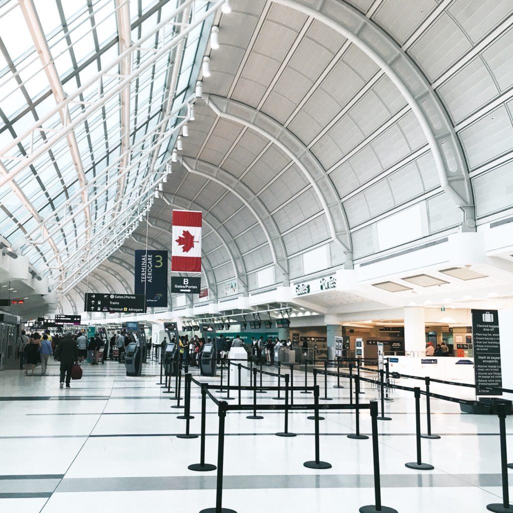 dépense argent avion aéroport couloir gauche