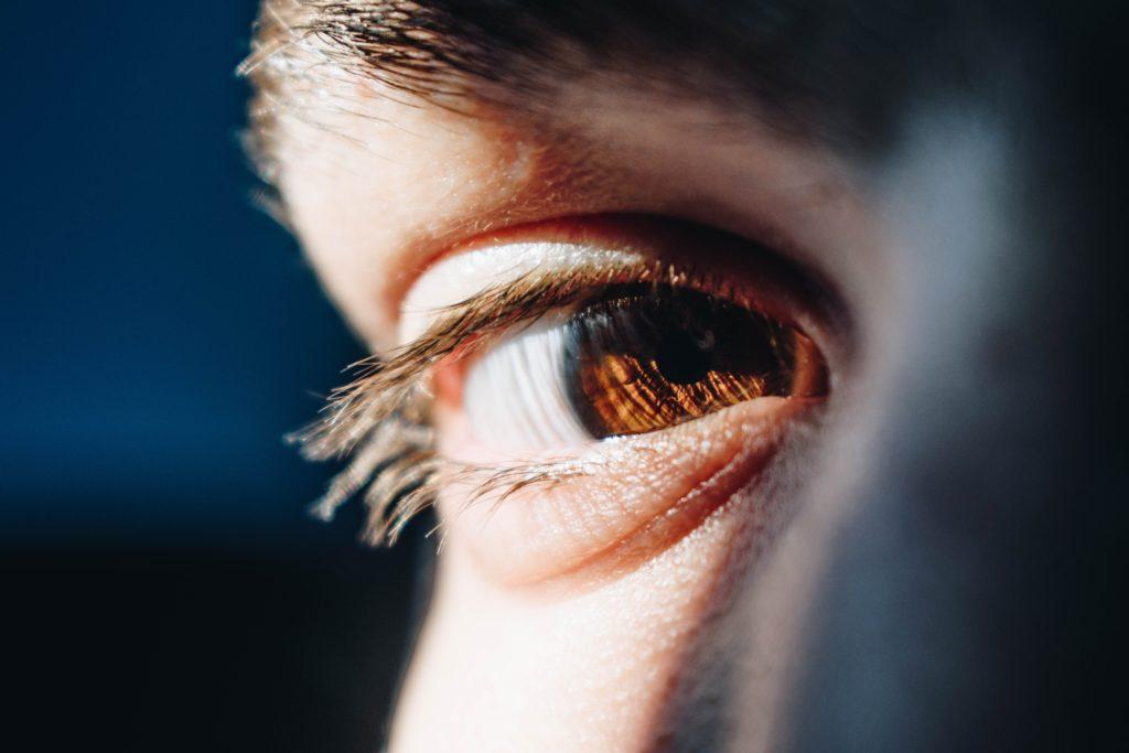 gene du voyage voyageur yeux oeil regard visage humain gros plan