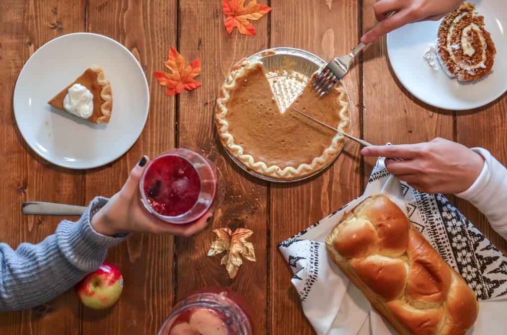 nouveaux clusters pour thanksgiving amerique etats unis covid 19 covid19 coronavirus pandemie news 24 tarte dessert famille proche repas holidays vacances