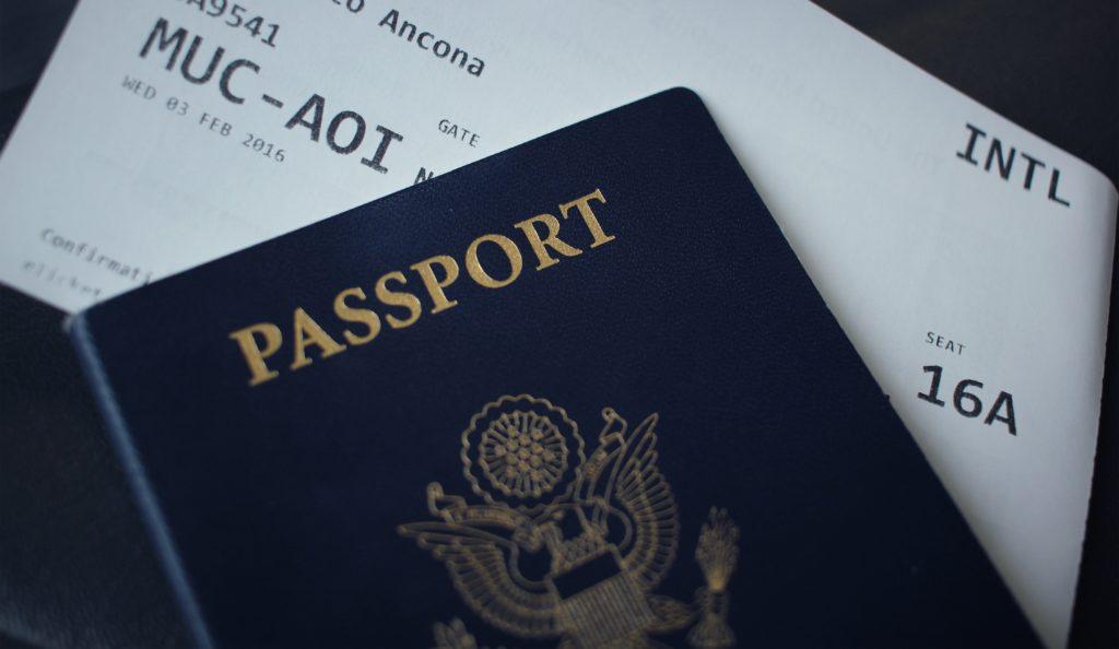 passeport aeroport pass sanitaire vaccin vaccinal virus pandemie voyage tourisme touristique