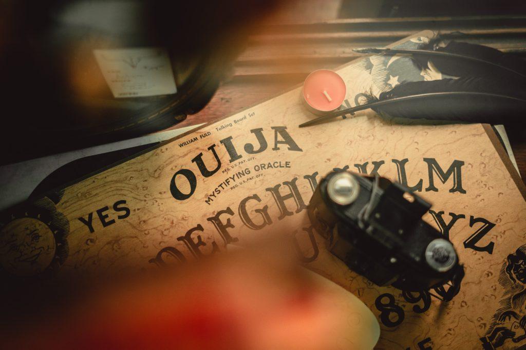 planche ouija superstition croyance sorcellerie