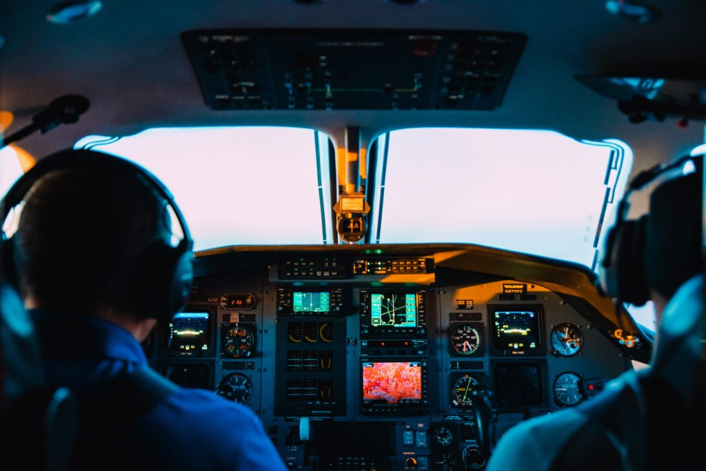 pilote de ligne avion tour de controle compagnie aerienne voyage