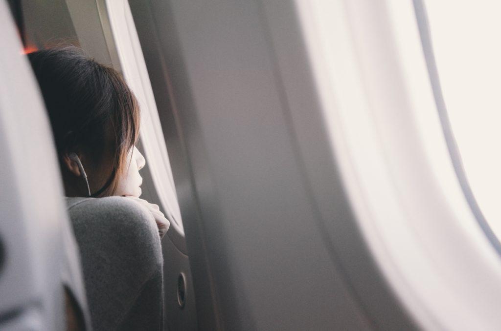 femme prise pour enfant dans un avion confondue madame mademoiselle