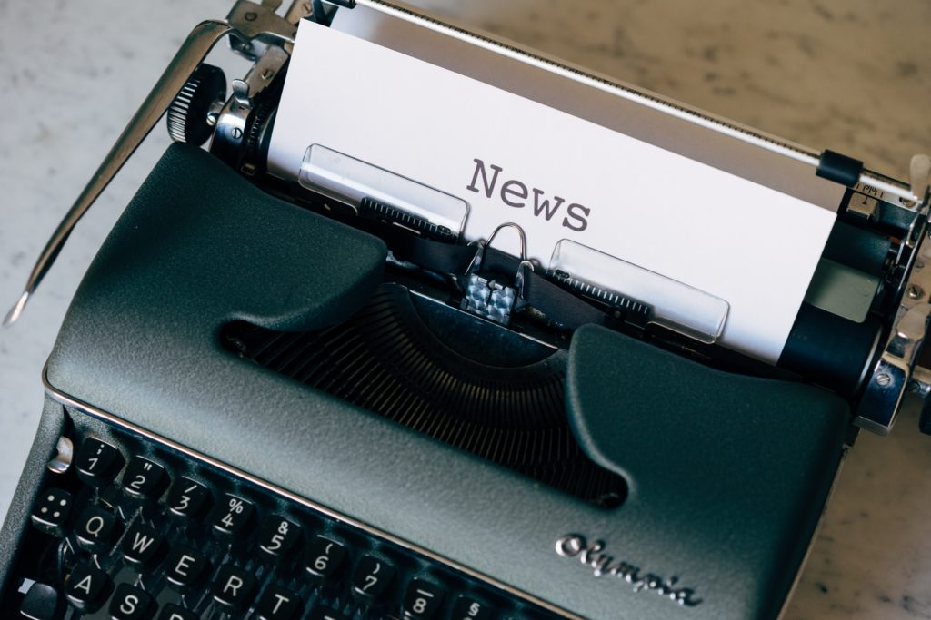fake news machine à écrire fondation edf expo exposition paris musee galerie