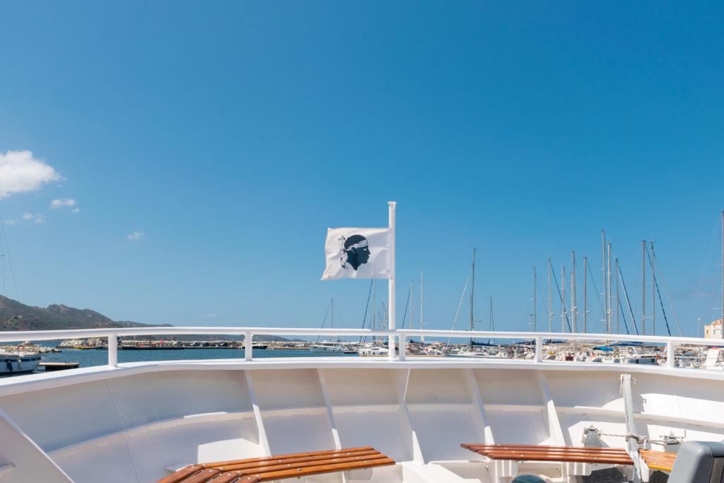 le popeye saint florent bateau plage du lotu bateau drapeau